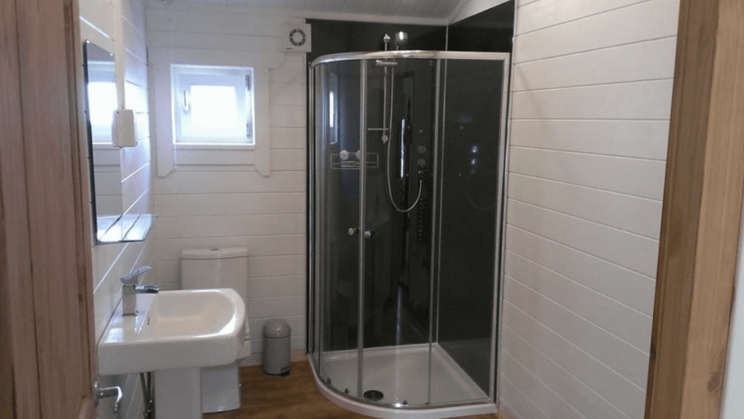 Residential Bathroom - Eddington Log Cabin - Beaver Log Cabins